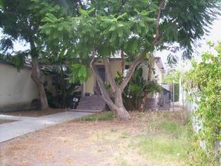 6123 Lindley Ave, Tarzana, CA 91335