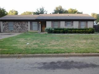 1004 Surrey Ln, Grapevine, TX 76051