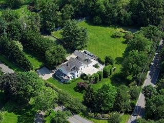 87 Maple Ave S, Westport, CT 06880