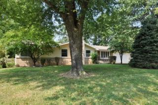 1945 S Valleyroad Ave, Springfield, MO 65804