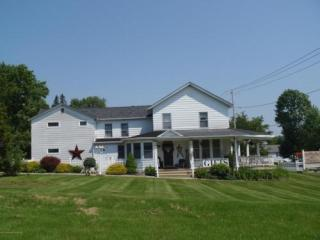 215 N Main St, Moscow, PA 18444