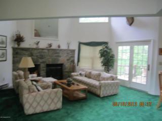 2201 Oak Hill Dr, Buck Hill Falls, PA 18323