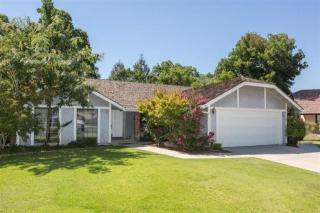 1132 Filbert Ave, Clovis, CA 93611