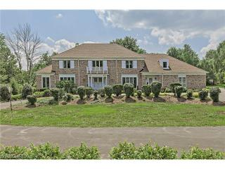 3545 Rolling Hills Dr, Pepper Pike, OH 44124