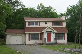 101 Oakenshield Dr, Tamiment, PA 18371