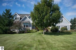 11945 N Foxview Dr, Northport, MI 49670