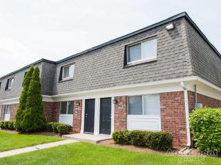 9060 E 39th Pl, Indianapolis, IN 46235