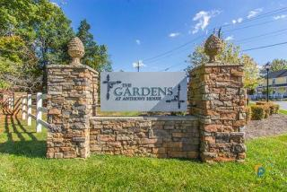3223 Pleasant Garden Rd, Greensboro, NC 27406