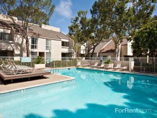 8939 Lombard Pl, San Diego, CA 92122
