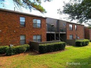 6332 Village Grove Dr, Memphis, TN 38115