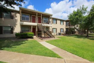 10615 Meadowglen Ln, Houston, TX 77042