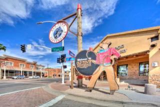 7979 E Camelback Rd, Scottsdale, AZ 85251
