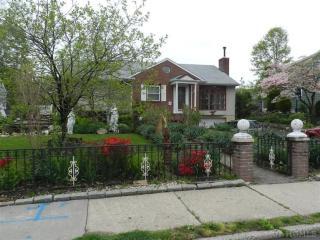210 Jefferson Ave, Mamaroneck, NY 10543