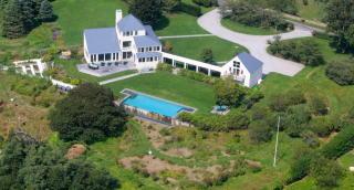 505 Ocean View Ave, Fishers Island, NY 06390