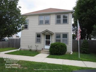 6517 Kane Ave, Hodgkins, IL 60525