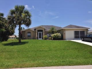 13 Bunker Rd, Rotonda West, FL 33947