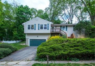 9 Northwood Cir, Halesite, NY