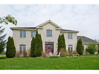 1 Middletree Ln, Hawthorn Woods, IL 60047
