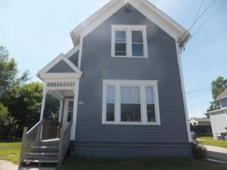 1516A S 10th St, Manitowoc, WI 54220
