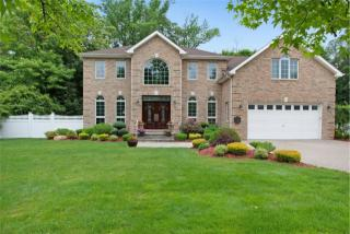 49 Carriage Lane, Roslyn Heights NY