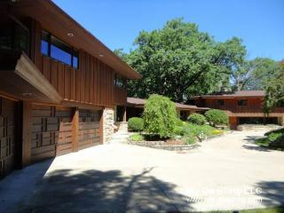 Address Not Disclosed, River Hills, WI 53217