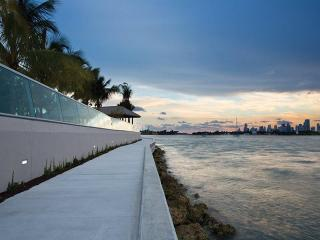 1508 Bay Rd, Miami Beach, FL 33139