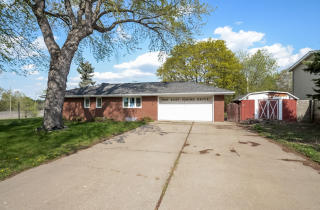 668 Viking Dr E, Maplewood, MN