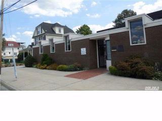 14 Maple St, Port Washington, NY 11050