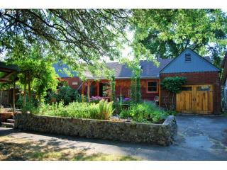 2374 Onyx St, Eugene OR owners history, phone number, price