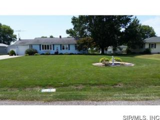 121 W 4th St, Hoffman, IL 62250