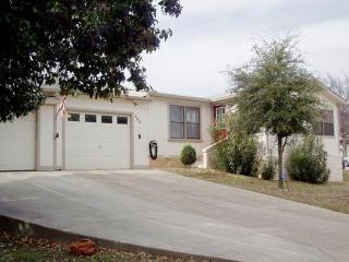 403 Pinn Oak St, Ingram, TX 78025