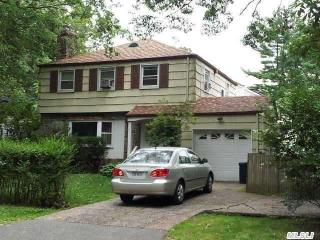 39 Kings Point Rd, Great Neck, NY 11024