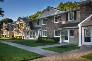 525 Tudor Ln, Middle Island, NY 11953