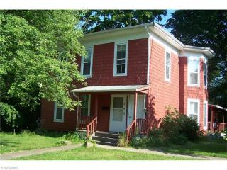 124 Center St, Chardon, OH 44024