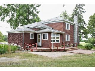 2012 Stieg Rd, Woodstock, IL 60098