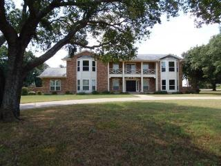 102 Cedar Dr, Oak Leaf, TX 75154