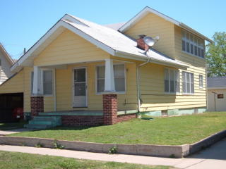 8 N Maple St, Hutchinson, KS 67501