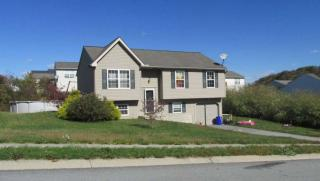 150 Devonshire Ct, Mount Wolf, PA 17347