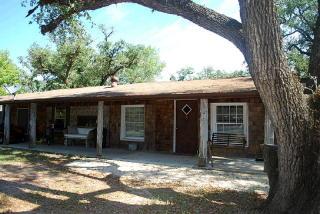 1246 Reese Ln, Columbus, TX 78934