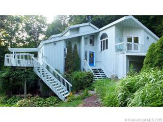 6 Woodland Dr, Canton, CT 06019