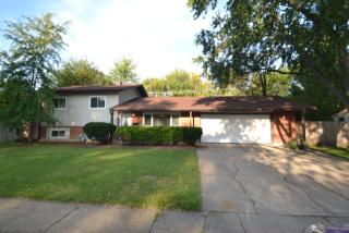 620 Woodlawn St, Hoffman Estates, IL 60169