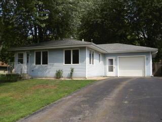 38425 N 6th Ave, Spring Grove, IL 60081