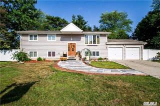 7 Burndale Court, Wheatley Heights NY