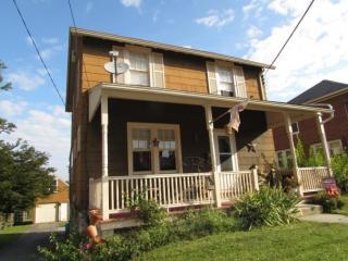 27 Blue Rock Rd, Millersville, PA 17551
