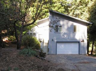 2054 Lupine Dr, Willits, CA 95490