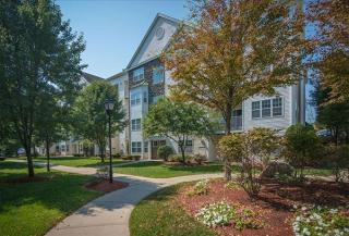2 Littles Brook Ct, Burlington, MA 01803