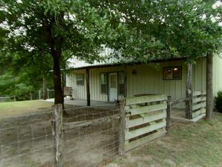 1030 Kearney Dr, Columbus, TX 78934