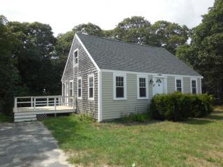 27 Pine Grove Ave, Hyannis, MA 02601