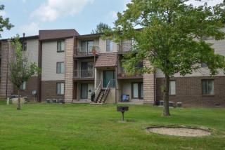 6275 Country Club Dr, Huntington, WV 25705