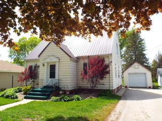 407 Commercial St, Strawberry Point, IA 52076